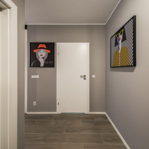 Podczas urządzania mieszkania warto poświęcić przedpokojowi więcej uwagi. Projekt: Kodo Projekty i Realizacje. Fot. Kodo