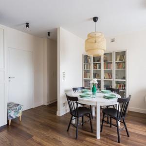 Dzięki przebudowie właściciele mieszkania zyskali znacznie więcej miejsca. Projekt: Clou Design. Fot. Clou Design