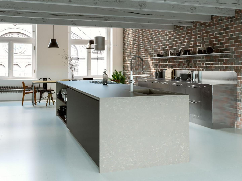Duża przestrzeń, wysokie sufity i surowe wnętrze – tak najprościej można opisać wygląd loftu. Fot. TechniStone