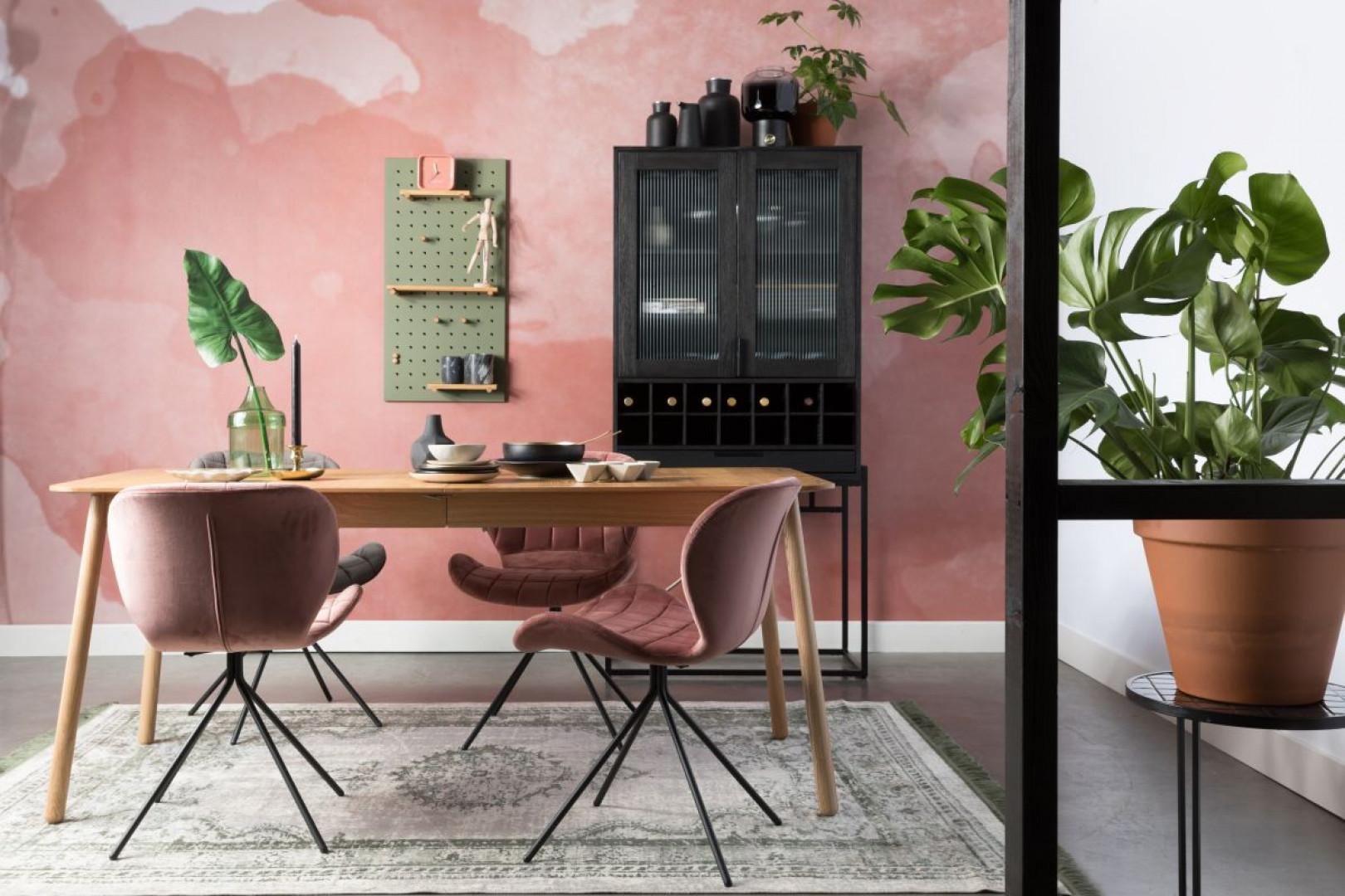 W 2019 roku popularnością będą cieszyły się wygodne krzesła o naturalnych kształtach. Na zdjęciu: krzesło OMG marki Zuiver. Fot. Zuiver
