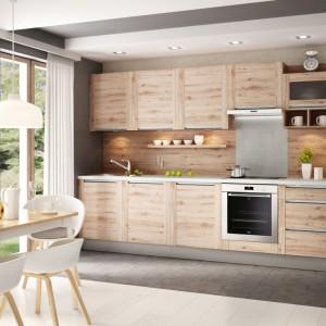 Subtelny urok i niewymuszona elegancja dekorów drewnianych sprawiają, że wnętrze wygląda szykownie, nie traci jednak wizualnego ciepła i przytulności. Fot. Kam