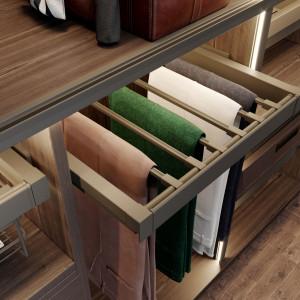 Garderoba z wieszakiem na spodnie. Fot. GTV