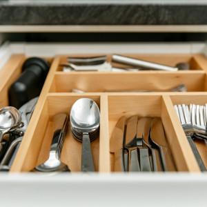Wkład do szuflady, wykonany z litego drewna bukowego. Fot. GTV