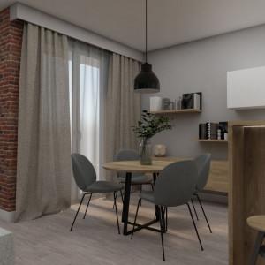 Zróżnicowane materiały, typowo pokojowe otwarte półki i szafka, dużo drewna oraz miękkie tkaniny w oknach nadają aneksowi kuchenno-jadalnemu salonowy charakter. Realizacja - Pracownia Architektoniczna MGN