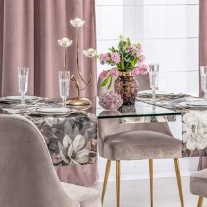 Wielkanoc nieodłącznie kojarzy się z wiosną – dlatego najprostszym, a zarazem bardzo trafionym pomysłem będzie wykorzystanie do dekoracji świątecznego stołu elementów związanych z naturą. Fot. Dekoria.pl