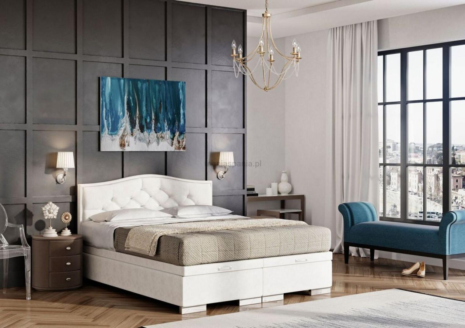 Centralnym punktem sypialni w stylu glamour jest okazałe łóżko, koniecznie z pikowanym wezgłowie. Fot. Materiały prasowe Publicum