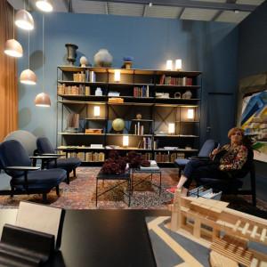 Idee Bauhausu to podstawa współczesnej aranżacji, która w centrum stawia człowieka i jego życie, tworząc przestrzeń uporządkowaną, ergonomiczną i modyfikowalną. Fot. Kodo