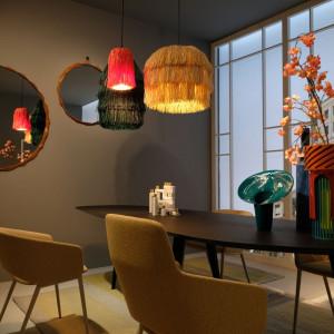 Sufit to obszar idealny do kreowania wielowymiarowej iluminacji, montażu mobilnych instalacji czy trójwymiarowych dekoracji w różnych formach. Fot. Kodo