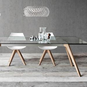 Stół o prostej formie. Fot. Pianca