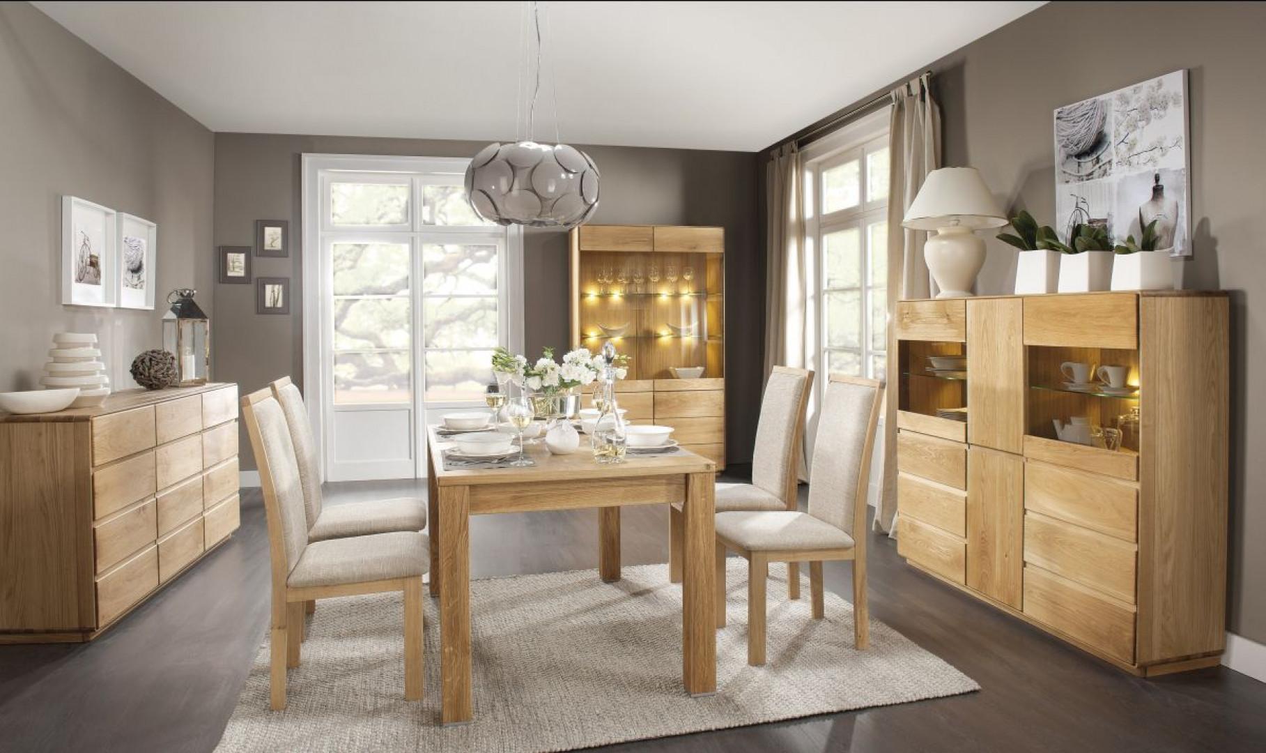 Niezmiennie największą popularnością cieszą się witryny drewniane lub wykonane z materiałów doskonale imitujących drewno. Na zdjęciu: kolekcja Atlanta firmy Dekort. Fot. Dekort