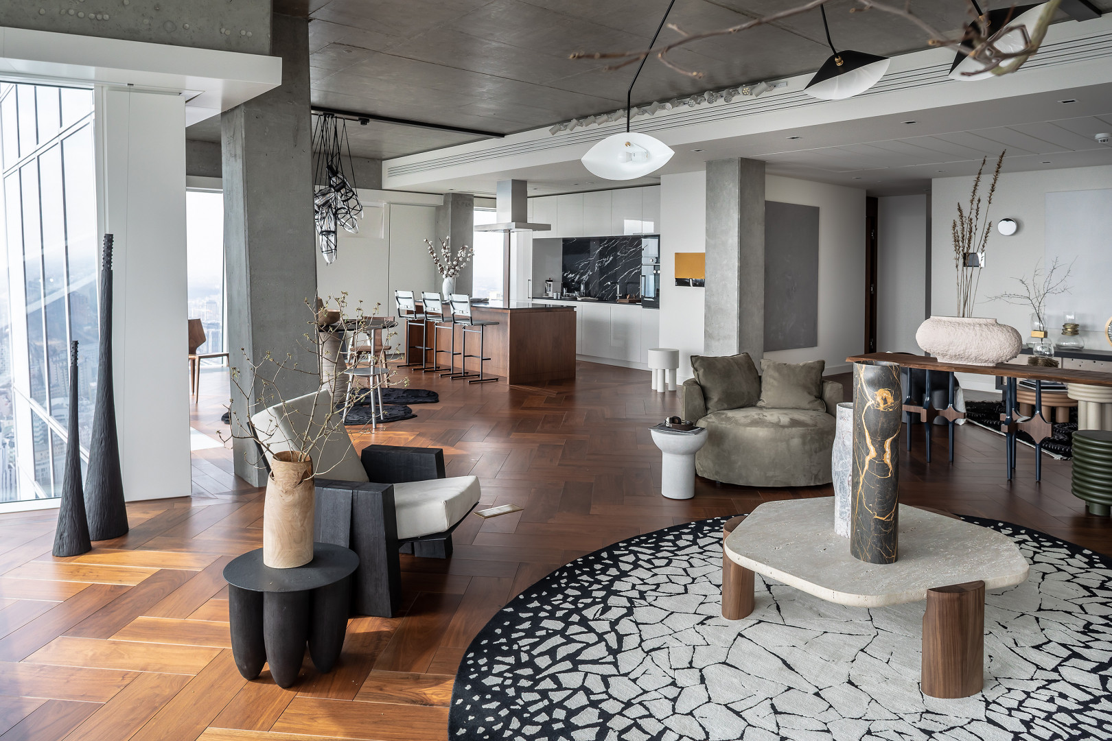 Znajdujący się na 45. piętrze Złotej 44 The Signature Apartment charakteryzuje się surowym i nowoczesnym wystrojem. Fot. Materiały prasowe