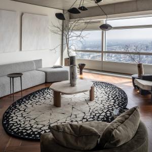Przestrzeń, licząca blisko 198,1 m2, obejmuje duży salon z otwartą kuchnią, dwie sypialnie, gabinet, a także trzy łazienki i garderobę. Fot. Materiały prasowe