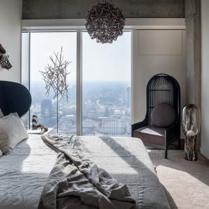 Jedna z dwóch sypialni w The Signature Apartment. Fot. Materiały prasowe