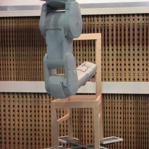 Robot przemysłowy na stoisku firmy Astherm - jednego z wystawców targów