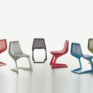 """Seria krzeseł """"Myto"""" (Plank) została w całości wykonana z tworzywa sztucznego. Projekt: Konstantin Grcic. Fot. Plank"""