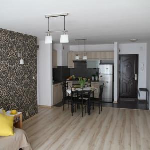 We współczesnych mieszkaniach kuchnia jest połączona z pokojem dziennym. Fot. Materiały prasowe Publicum