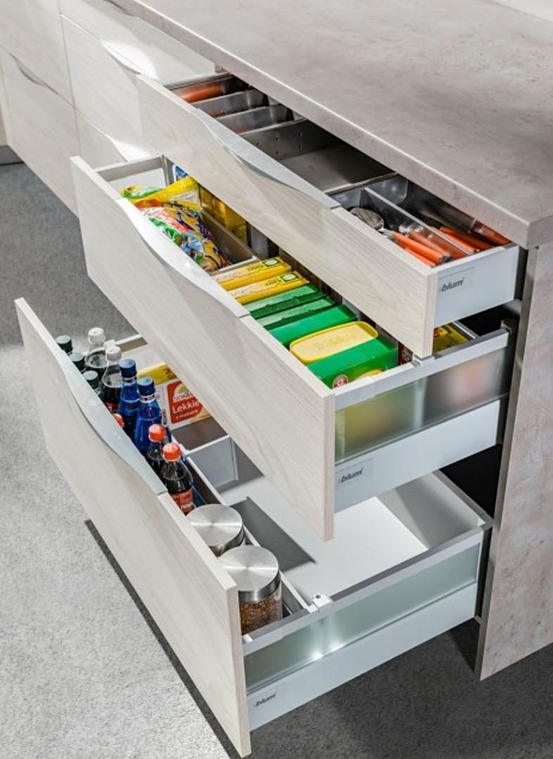 """System organizacji szuflad zastosowany w zabudowie kuchennej """"KamModuł Premium"""" firmy Kam. Fot. Kam"""