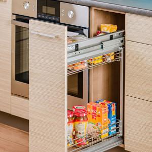 Wysuwane cargo mini zastosowane w zabudowie kuchennej