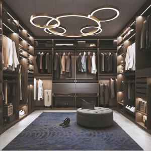 Garderoba w oddzielnym pomieszczeniu to idealne rozwiązanie. Fot. Komandor