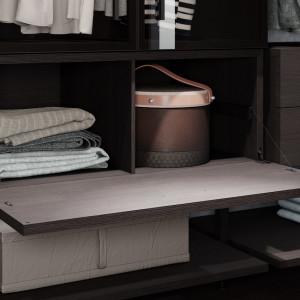 Półki w garderobie. Fot. Raumplus