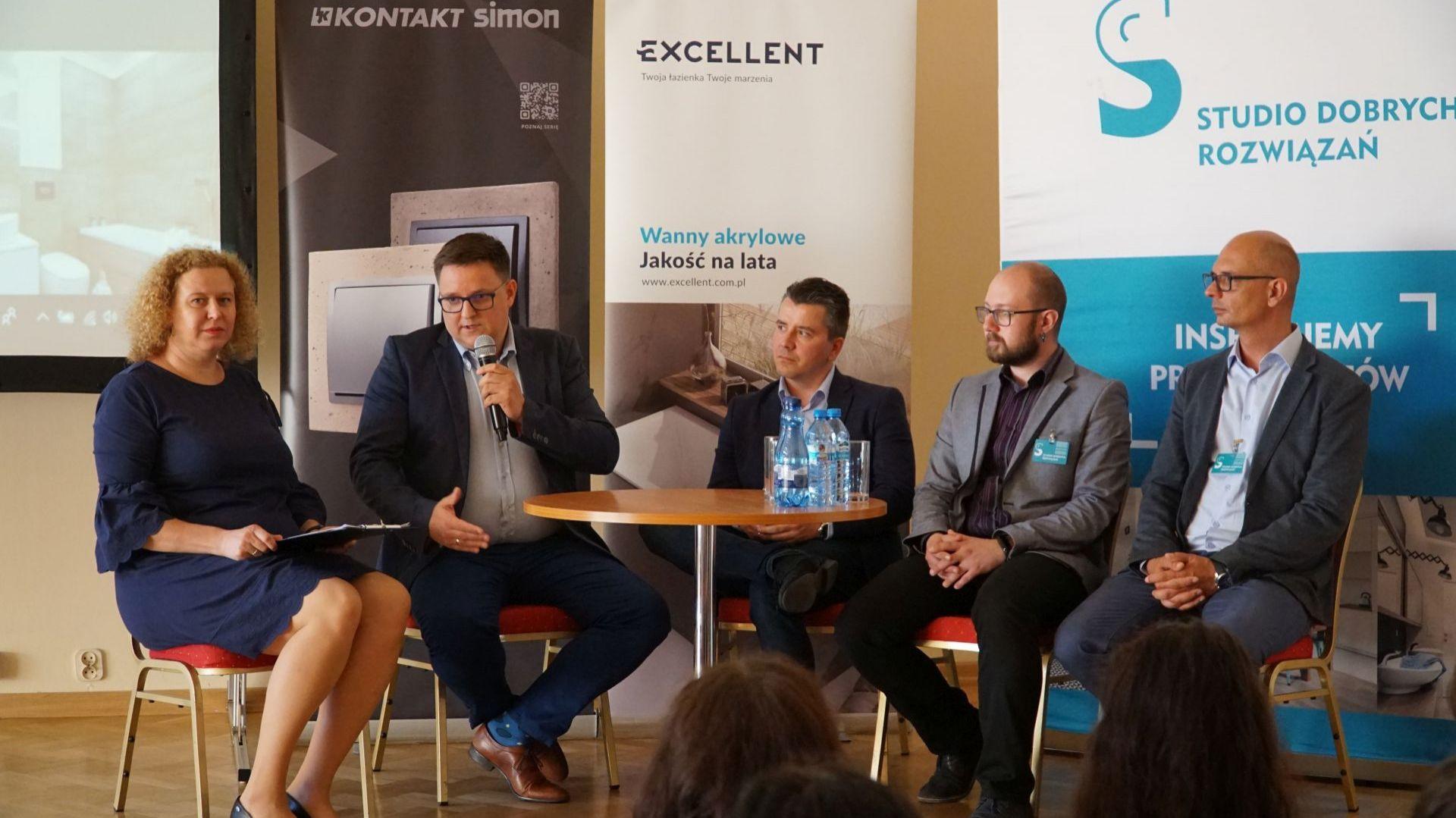Smartdom - o tym trzeba wiedzieć. Dyskusja z udziałem przedstawicieli KNX Poland, Kontakt Simon i Ampio Smart Home