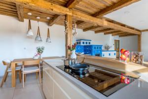 Kuchnia w rustykalnym stylu z domieszką nowoczesności