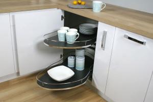 Jak zagospodarować szafki narożne w kuchni - praktyczne rozwiązania