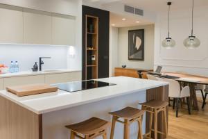 Biała kuchnia - ponadczasowe aranżacje dla każdego