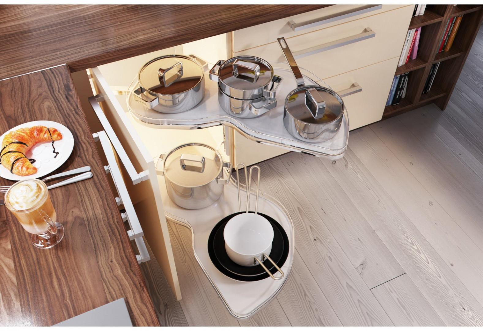 Szafki kuchenne mogą być wyposażone w wysokie lub niskie wysuwane carga (półki) oraz wielofunkcyjne kosze. Fot. Agata