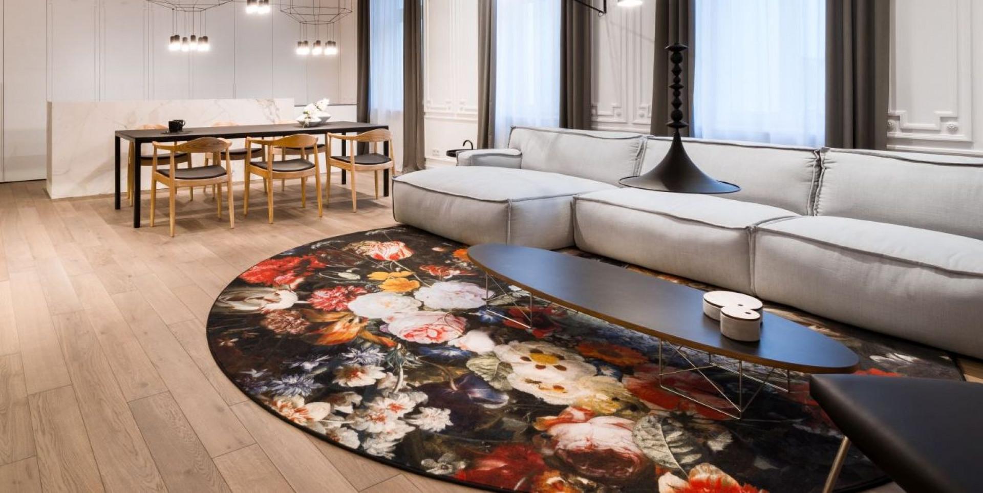 Sofa firmy Adriana Furniture w warszawskim mieszkaniu. Projekt Agnieszka Komorowska-Różycka