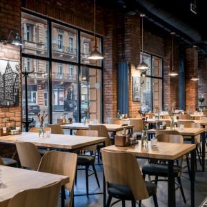 Restauracja w Bydgoszczy z meblami Paged i Loft Decora