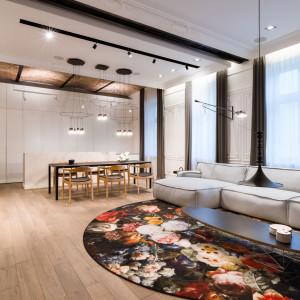 Sofa firmy Adriana Furniture w warszawskim mieszkaniu. Projekt Agnieszka Komorowska-Różycka. Fot. Hamish Cox
