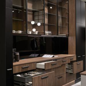 Szeroki wybór szkła do frontów kuchennych pozwala stworzyć oryginalną i niebanalną aranżację. Fot. Rejs