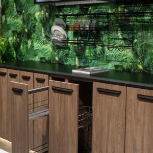 Szkło i aluminiowe ramki stworzą udany duet z praktycznie każdym materiałem. Fot. Rejs