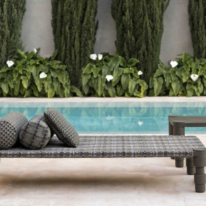 Leżak ogrodowy marki Gan. Projekt: Patricia Urquiola. Fot. Gan/ Mood Design