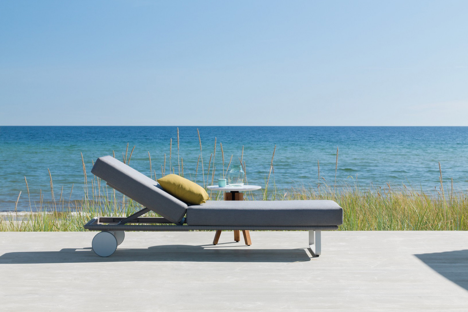 """Leżak z kolekcji """"Bitta"""" firmy Kettal. Projekt: Rodolfo Dordoni. Fot. Kettal"""