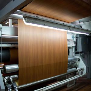 Maszyna do przemysłowego druku rotograwiurowego papierów dekoracyjnych. Fot. Interprint