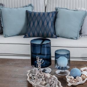 Ważną rolę w aranżacji w stylu Hampton odgrywają dodatki dekoracyjne. Fot. Agata