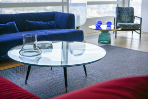 Apartament pokazowy z designerskimi meblami