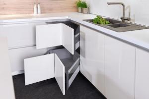 Jak poprawić funkcjonalność narożników w zabudowie kuchennej?
