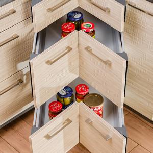 Szuflady narożne w kuchni KAMplus. Fot. KAM Kuchnie