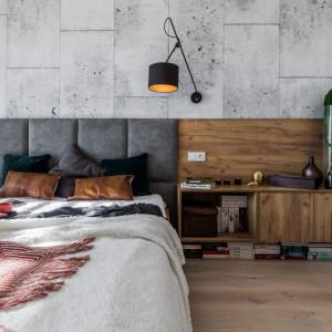 Sypialnia nawiązująca do stylu industrialnego to propozycja dla osób ceniących nowoczesny minimalizm i subtelne kontrasty. Fot. Kodo