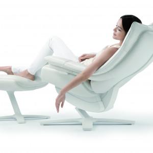 Komfortowy fotel z podnóżkiem. Fot. Natuzzi