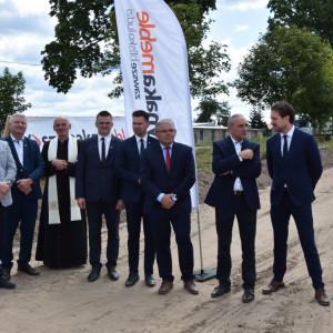 Uroczystość symbolicznego wbicia łopaty pod inwestycję - budowę nowej fabryki Classic Sofa