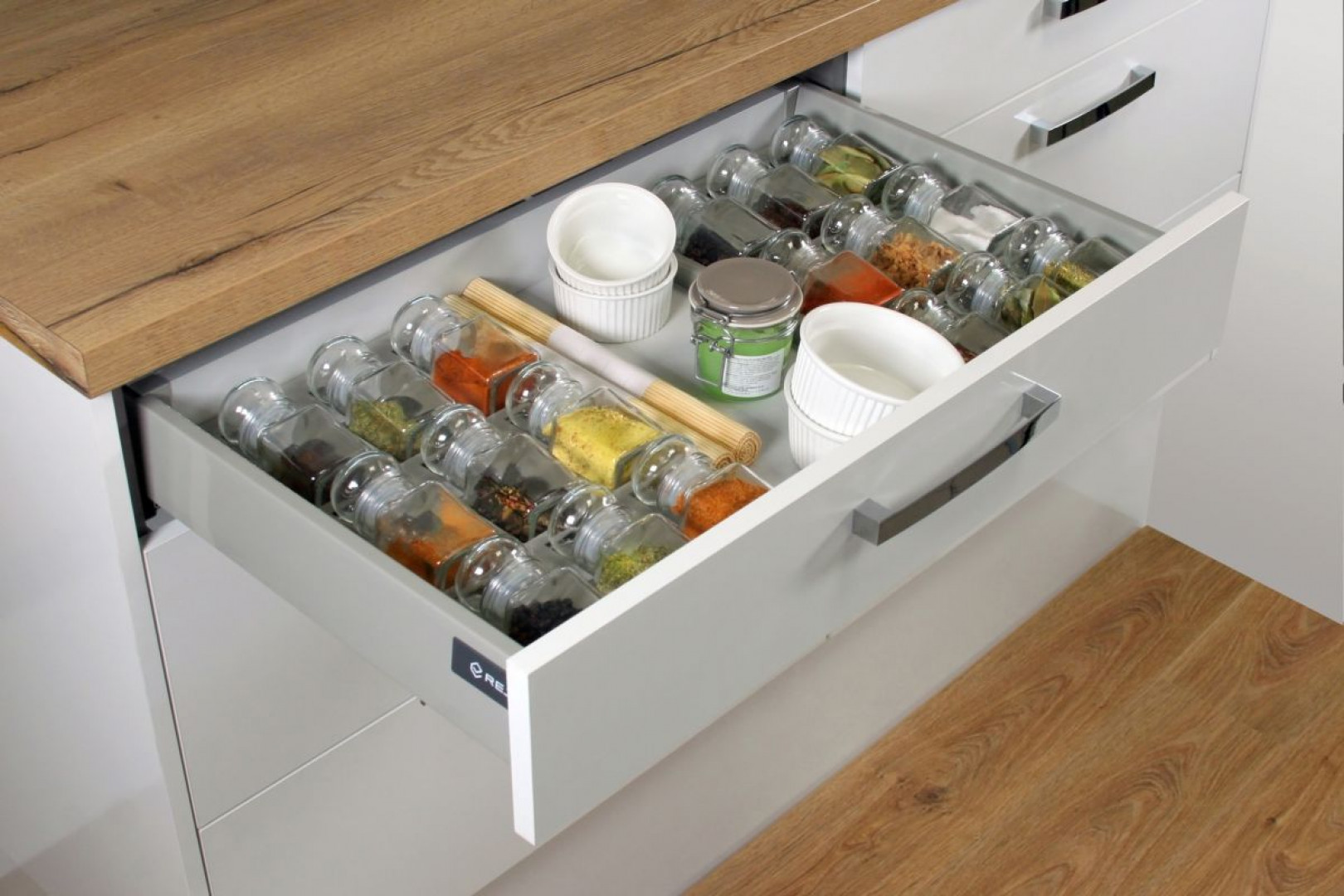 Prowadnice zastsoswane w szufladzie Comfort Box firmy Rejs. Fot. Rejs