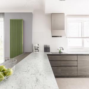 W prezentowanej kuchni zostały wykorzystane dekory kamienne – ponadczasowe marmury w różnych odcieniach: jasnym (