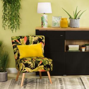 Wzory roślinne na sofach i fotelach budzić będą letnie skojarzenia. Fot. Agata