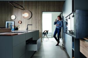 Antracytowe akcesoria - modny trend w nowoczesnej kuchni