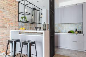 Niewidzialne szafy i meble na zamówienie – nowa realizacja Decoroom
