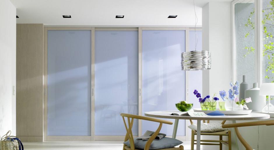 Szafy z drzwiami przesuwnymi - sposoby aranżacji małych mieszkań